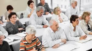 Propostas legislativas estimulam acesso de idosos à educação